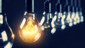 並んだ電球の中で一つだけ光っている